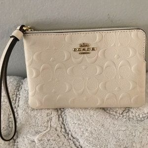 Coach Wristlet with gift box NWT🔥